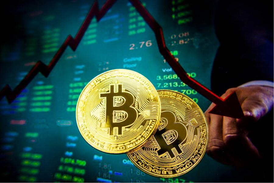 Após dias em alta, Bitcoin começa o dia em queda