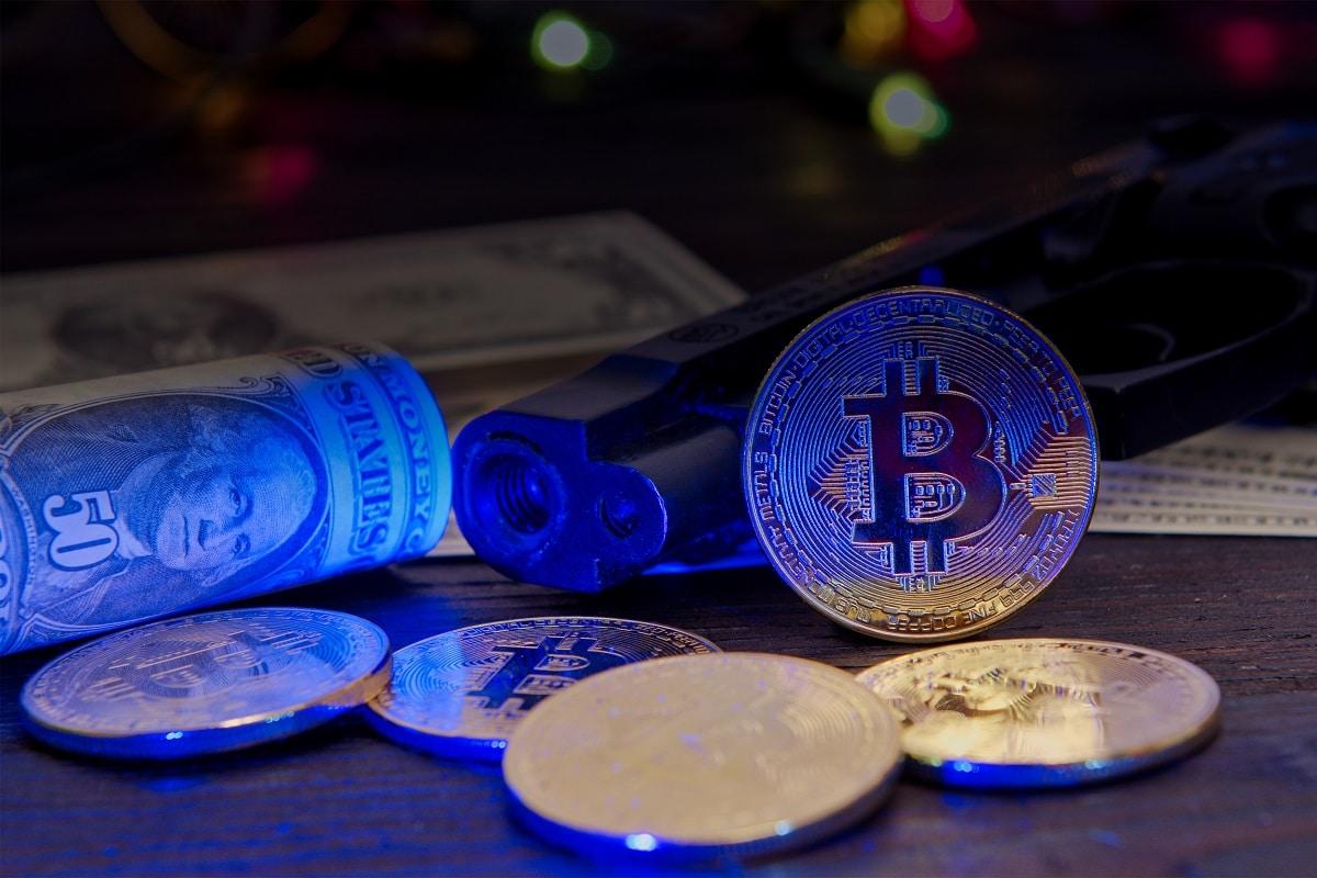 Golpistas se passam por policiais para roubarem Bitcoin