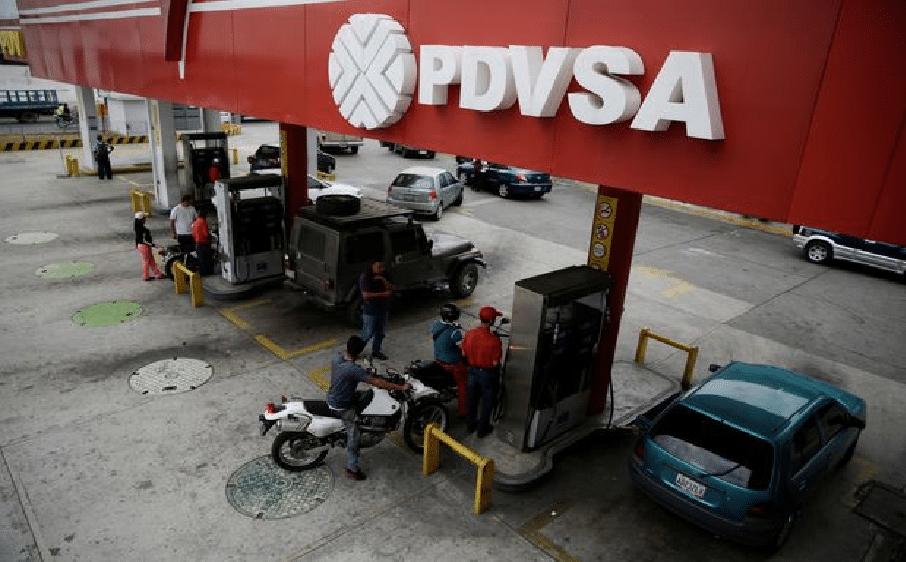 Venezuela força postos de gasolina a aceitar Petro