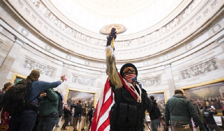 Manifestantes que invadiram Capitólio dos EUA receberam Bitcoin.