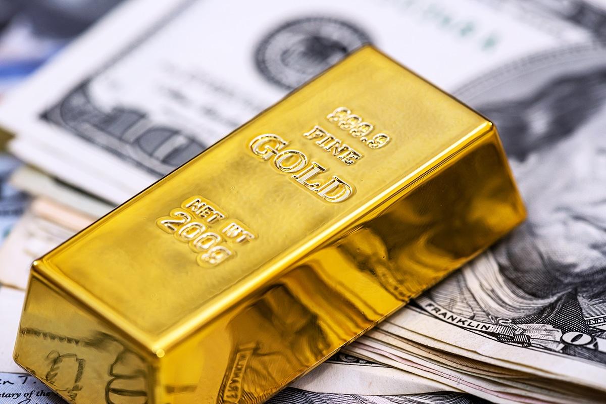 Ouro cai e Bitcoin sobe