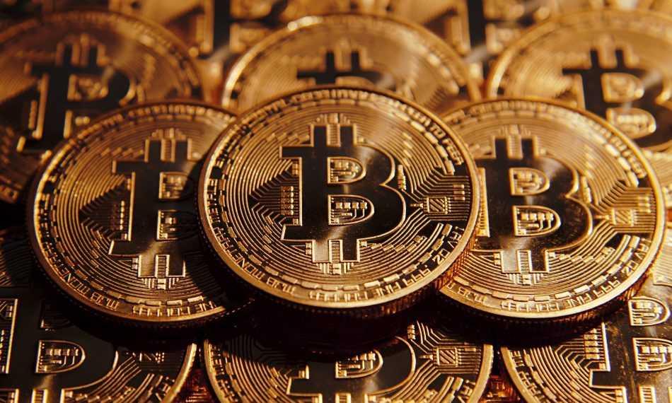 Bitcoin atingiu um valor de mercado de US$ 900 bilhões