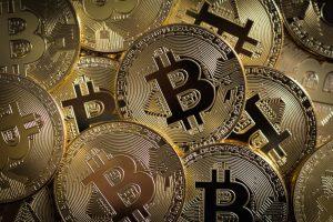 Bitcoin atinge US$ 64.863,10 e quebra o recorde de trilhões de dólares