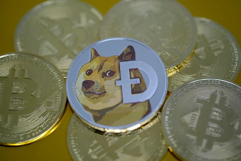 Dogecoin a US$ 0,37 após aumento de 190% hoje: DOGE agora no Top 5