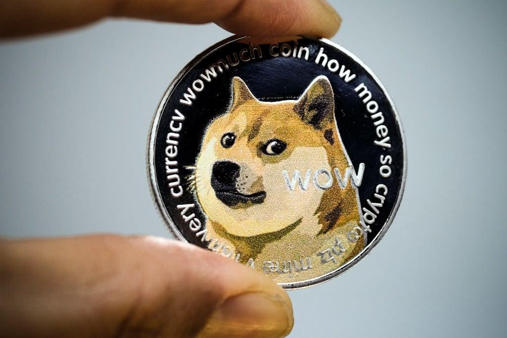 Como Dogecoin Subiu de Meme para Criptomoeda Principal