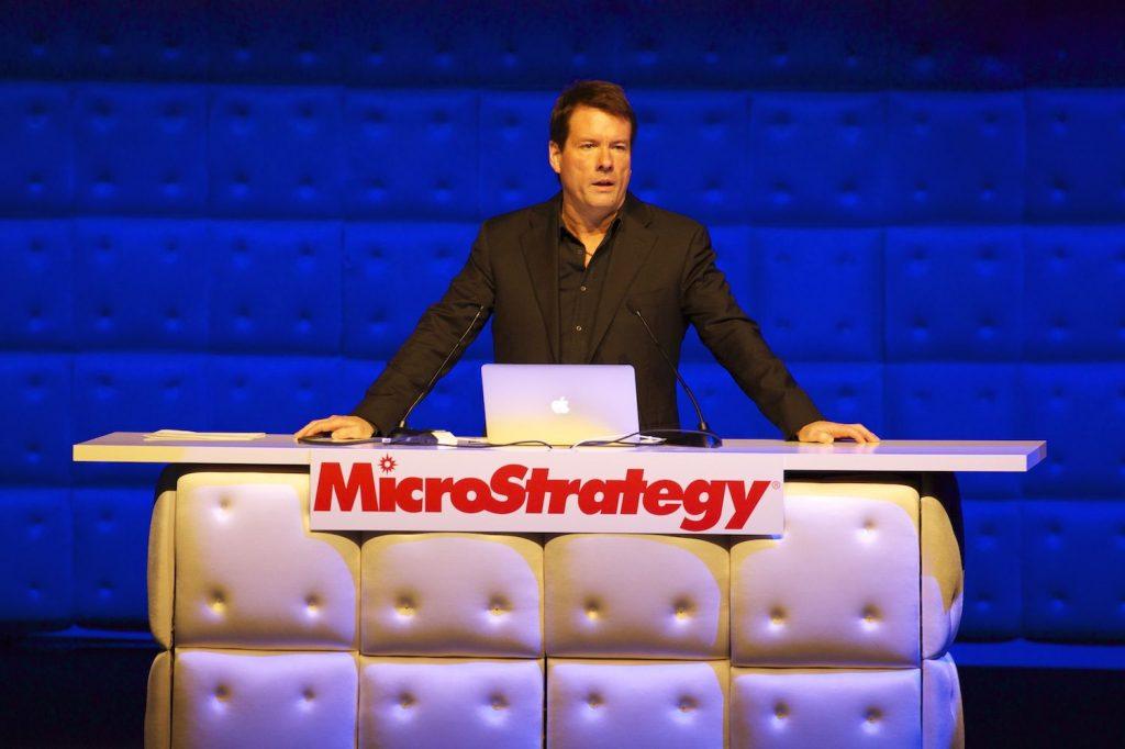 MicroStrategy levantará US$ 400 milhões para comprar mais bitcoin.