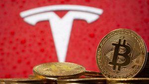 Tesla acusada de vender secretamente parte do investimento em bitcoin